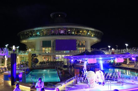 Pool party - Cruise wedding
